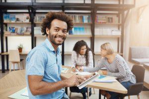 empreendedor-feliz-com-sua-transformacao-digital